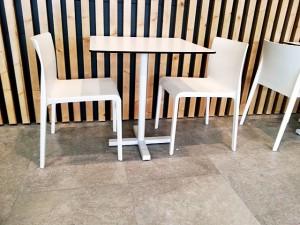 Nueva silla volt fabricada en polipropileno diseño Claudio Dondoli – Marco Pocci     Para PEDRALI